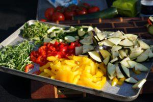 geschnittenes sommerliches Gemüse