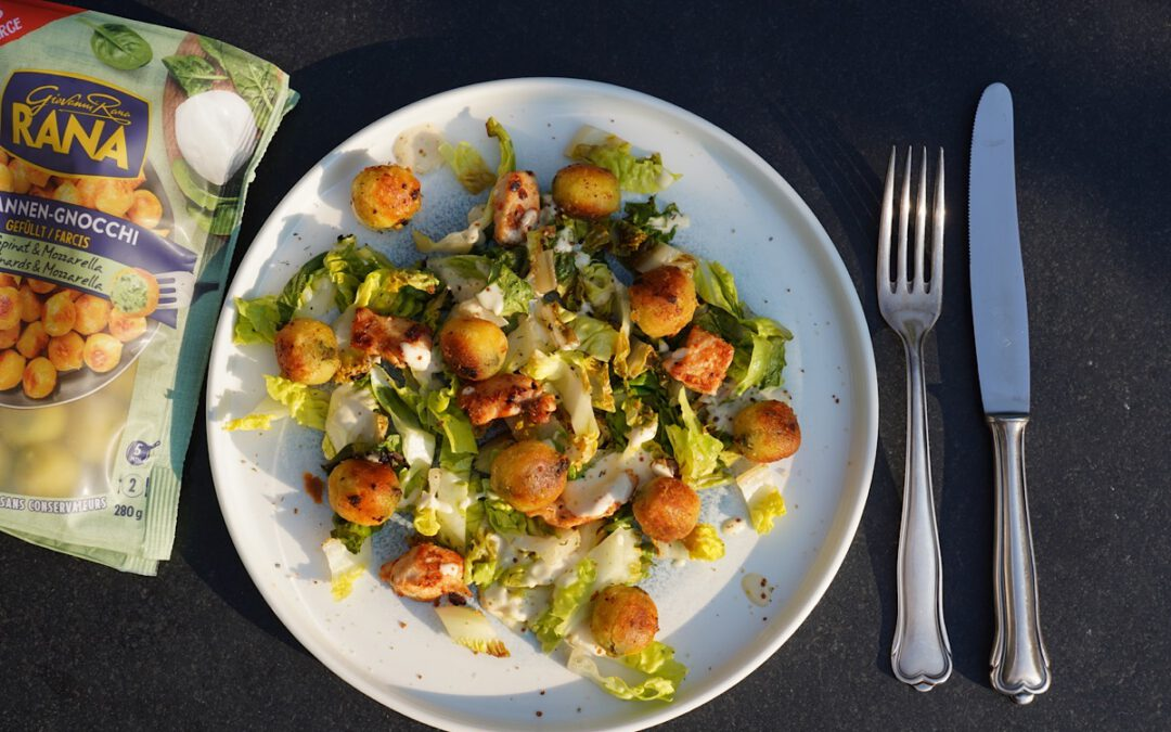 Gegrillter Salat mit Pfannen-Gnocchi