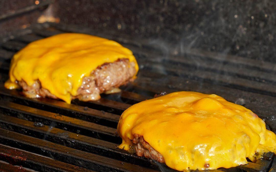 Burger Patties Grillen – 7 Tipps für den perfekten Cheeseburger