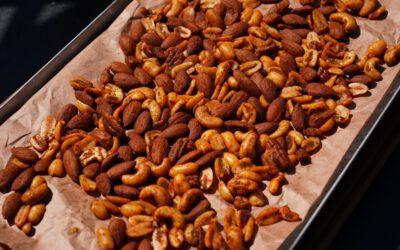 Tapas vom Grill: Geräucherte Nüsse mit Salami